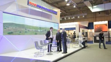 The stand of the JSC Rosoboronexport at the International Aviation and Space salon — Stock Video