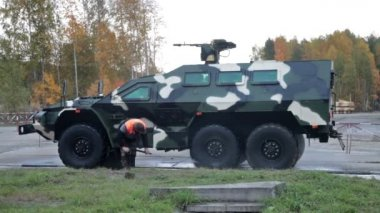 "The russian armored car ""Bulat"" at the exhibition RUSSIA ARMS EXPO (RAE-2013) — Vídeo de stock"