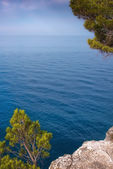 Beautiful rocky Mediterranean coast on a calm day — Stock Photo