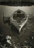 Abandoned Wooden Boat — Stock Photo