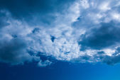 Beautiful skyscape on a sunny day — Stock Photo