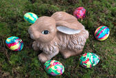 Easter Decoration: Painted Eggs and Rabbit on Moss — Stok fotoğraf