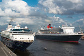 Queen Mary 2 and Mein Schiff 1 - the great luxury cruise ships — Stock Photo