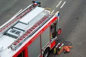 Camión de bomberos y equipos — Foto de Stock