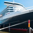 Queen Mary 2 - the luxurious cruise liner in Hamburg — Stock Photo #50072911