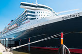 Queen Mary 2 - the luxurious cruise liner in Hamburg — Stock Photo