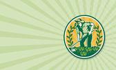 çiftçi bahçıvan bahçe çapa lahana ile — Stok fotoğraf