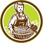 Ekologické žena zemědělec farmě vyrábět sklizeň dřevoryt — Stock vektor