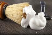 Espuma y cepillo — Foto de Stock