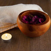Pot pourri and candle — Stock Photo