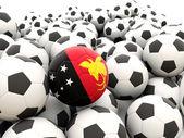 Football avec le drapeau de la papouasie nouvelle-guinée — Photo