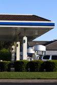 Gas Station Pump Island Cars Green Shrubs — 图库照片