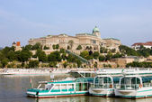 Buda Castle and Boats on Danube River — Stock Photo