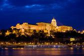 布达城堡区晚上在布达佩斯 — 图库照片
