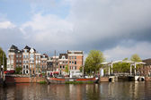 Dutch Houses by the Amstel River in Amsterdam — Stock Photo