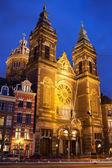Igreja de são nicolau, a noite em amsterdã — Foto Stock