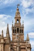 La giralda bell tower sevilla se nachází ve španělsku — Stock fotografie