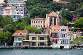 Waterside Houses Along The Bosphorus Strait — Стоковое фото