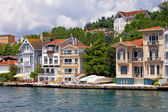 Waterfront Houses Along The Bosphorus Strait — Zdjęcie stockowe
