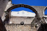 Arch in Ruins of Carmo Convent in Lisbon — Stock Photo