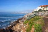 Oceano Atlantico costa rocciosa a estoril — Foto Stock