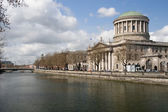Four Courts and River Liffey in Dublin — Stock Photo