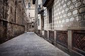 Alley in the Gothic Quarter of Barcelona — Stock Photo