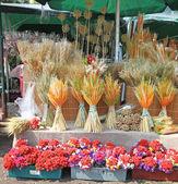 Ukrainien décoratifs traditionnels récolter sur le marché — Photo