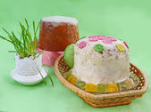 """Curd easter pie nd stove """"kulich"""" — Stock Photo"""
