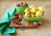 Pears, walnuts, cinnamon and ginger on a kuchen — Stock Photo