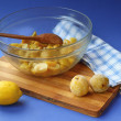 Cooking of frozen quince jam and lemon — Stock Photo