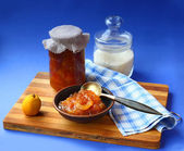 Jar of homemade jam from quinces — Stockfoto