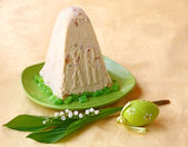 Pashka - quark dessert for easter and easter egg — Stock Photo
