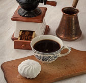 Cup of hot coffee and marshmallow — Stock Photo
