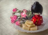 Chocolate branco, rosa chá — Fotografia Stock