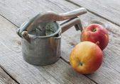 Old manual pressand apples — Stock Photo