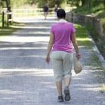 žena chůze — Stock fotografie