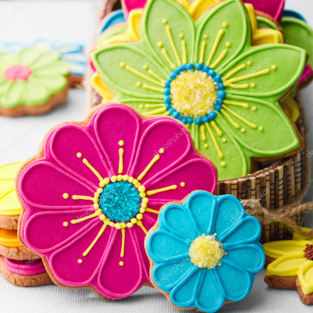 Gift box filled with colorful flower cookies — Stock Photo #12389980