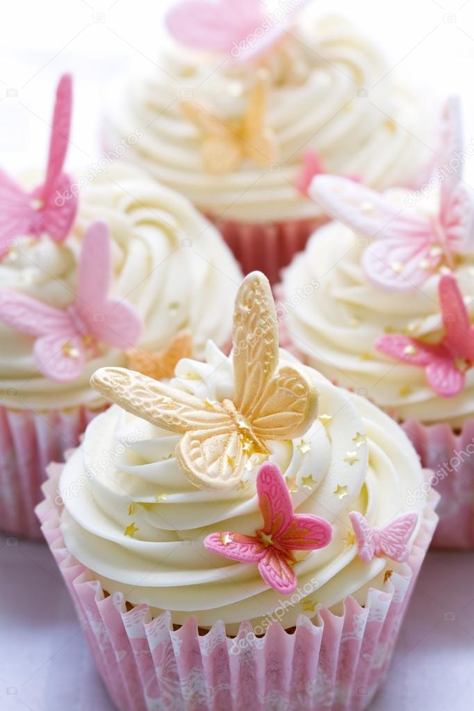 Cupcakes decorated with pink and gold fondant butterflies — Stock Photo #12963075