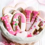 Valentine cookie gift basket — Stock Photo