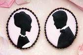 Bride and groom cookies — Photo