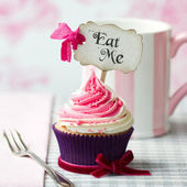 """Eat Me"" cupcake — Stock Photo"