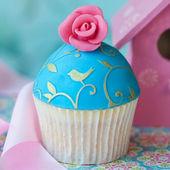 Vintage rose cupcake — Stock Photo