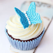 Butterfly cupcake — Stock Photo