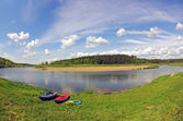 Kayaks (canoe) near the freshwater river — Stockfoto