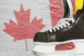 Hockey skates and Canadian flag — Stockfoto