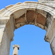 Column and arch in Ephesus, Turkey — Stock Photo #18312911