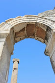 Column and arch in Ephesus, Turkey — Stock Photo
