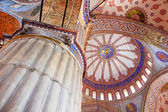Inside the islamic Blue mosque in Istanbul, Turkey — Стоковое фото