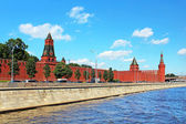 Moscow Kremlin and Moskva River in sunny day. Russia — Stock Photo